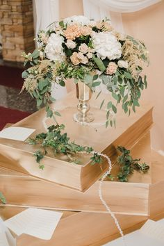 Книги в декоре свадьбы  Books in the decoration of the wedding  #elenayagudinawedding #свадебноеагентство #books  http://elenayagudina.ru