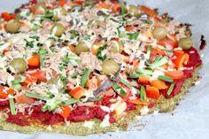 Lekker pizza, maar dit keer niet met een traditionele deegbodem, maar nu gemaakt van courgette. Zo eet je dus lekker veel groente. Ingrediënten 4-6 courgette, geraspt 1 theel. zeezout 75 grParmezaanse kaas, geraspt 35 grkikkererwtenmeel 75 grgeitenkaas, geraspt 1 teentje knoflook, fijngehakt 1 theel. gedroogde oregano 1 theel. gedroogde basilicum 1 ei olijfolie voor het [...] lees verder