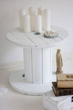 mesa hecha con carretes o bobina de cable reciclado.19bis.com