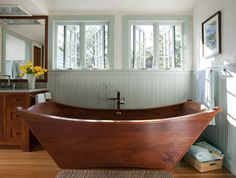 this might be on of the most inviting bath tubs i've ever seen!