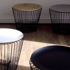 Coulisses shooting #comingb #comingb_deco #deco #decoration #maison #home #interieur #interior #design #table #rangemagazine Table Haute, Stool, Chair, Wire Baskets, Decoration, Design, Tables Basses, Furniture, Home Decor