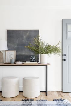 Updating Your Home For Summer: Our Guide Living Room Inspiration, Interior Design Inspiration, Home Interior Design, Interior And Exterior, Interior Decorating, Modern Rustic Decor, Modern Entryway, Entryway Ideas, Dresser Styling