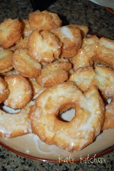 Most pe who knows me knows I LOVE donuts. Not that Krispy Kreme crap but good old fashion cake donuts! Old Fashion Sour Cream Doughnuts Just Desserts, Delicious Desserts, Yummy Food, Old Fashion Donut Recipe, Donut Recipes, Cooking Recipes, Yummy Recipes, Snacks Recipes, Breakfast Recipes