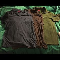 3 PACK Mossimo Rampant Lion Polo Shirts L The second photo is the only stain I could find in this rad 3 PACK of polos with button plackets and cool lion embroidery on each pocket! One green, one brown and one grey. Worn some but in good shape. Thick material, pretty rough and tumble! I do not know if these are a men's Large or women's, to be honest, but they fit me well when I was about a 14 in jeans. Another in my series of clothes siblings that can never be separated! Do you love the Polo…