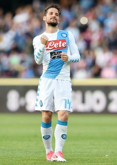 Dries Mertens of SSC Napoli celebrates after scoring goal 2-0 during the Serie A match between SSC Napoli and Cagliari Calcio at Stadio San Paolo on May 6, 2017 in Naples, Italy.