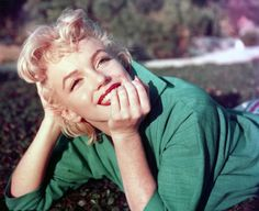 """Inspirational quotes by famous women: MARILYN MONROE """"Fame doesn't fulfill you. It warms you a bit, but that warmth is temporary."""""""