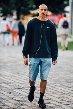 Street looks at Paris Fashion Week Men's Fashion, Best Mens Fashion, Urban Fashion, Paris Fashion, Fashion Outfits, Mode Streetwear, Streetwear Fashion, Style Casual, Casual Outfits