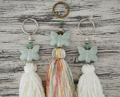 Vero Palazzo - Home Deco: Borlas Mariposa Key Crafts, Arts And Crafts, Diy Tassel, Tassels, Bohemian Theme, Tassel Curtains, Lace Jewelry, Knitted Dolls, Thread Crochet