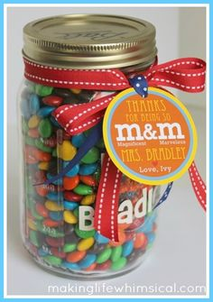 Candy in a mason jar with candy personalized tag. For the sweet tooth teacher! Val's added ideas: Great for a Co-Worker's Desk and mix it up, you can do so much with this LOVE IT Teachers Day Gifts, Student Gifts, Teacher Gifts, Mason Jar Gifts, Mason Jars, Craft Gifts, Diy Gifts, Teacher Treats, Teacher Appreciation Week