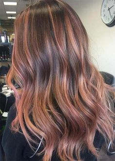 Rose gold hair colors are rich and warm with a glowing effect that seems to highlight skin as well. Find how to get rose gold hair at home, how to pick the right shade for you, as well as tons of inspiring pictures of rose gold hair colors to try! Blond Rose, Rose Gold Hair Brunette, Rose Hair, Rose Gold Toner Hair, Gold Hair Colors, Brown Hair Colors, Rose Gold Brown Hair Color, Hair Color For Warm Skin Tones, Brown And Pink Hair