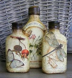 I will show you how to decoupage a lovely tea box from. I used decoupage glue and paper napkins. Altered Bottles, Bottles And Jars, Glass Jars, Glass Bottle Crafts, Wine Bottle Art, Bottle Lamps, Diy And Crafts, Paper Crafts, Bottle Painting