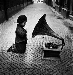 Prinsenhofsteeg, Amsterdam, 1949, Ed van der Elsken. Dutch (1925 - 1990)