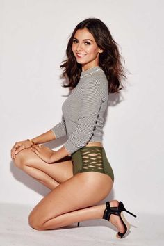 Victoria Justice Outfits, Nickelodeon Girls, Hollywood Girls, Beautiful Female Celebrities, Beautiful Women, Gorgeous Girl, Mannequins, Sexy Legs, Cute Girls