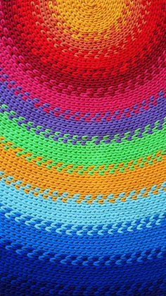 Gruby i mięsisty dywan wykonany ręcznie z wielką starannością z wysokiej jakości bawełnianego sznurka.  Pięknie się układa i można go prać w pralce. Ciepły i przyjemnie miękki, ożywi i rozświetli każde wnętrze.  Świetny także jako mata do zabawy dla dzieci.  #chodnik #sznurek #zesznurka #sznurka #sznurkowy #bawełniany #rękodzieło #diy #szydełko #szydełkowane #naszydełku #kolorowy #styl #wnętrza #handmade #carpet #crochet #colorful #rainbow #style #diy #rug #interior #design…