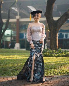 Kebaya Modern Hijab, Model Kebaya Modern, Kebaya Hijab, Kebaya Brokat, Dress Brokat, Kebaya Dress, Myanmar Dress Design, Royal Wedding Gowns, Batik Fashion
