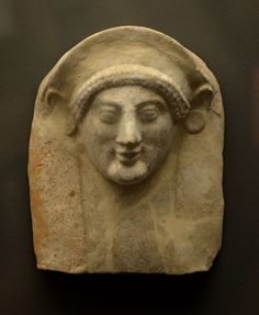 Female terracotta bust found in a tomb, 4th quarter of the 6th century BCE. Archaeological Museum of Schematari (Ancient Tanagra)