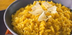Discover our easy and quick recipe for Milanese Risotto on Cuisine Actuelle! Risotto Recipes, Pasta Recipes, Rice Dishes, Tasty Dishes, Vegetable Dishes, Vegetable Recipes, Rissoto, Healthy Drinks, Salads