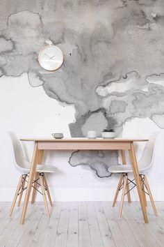Detailliert mit neutralen Farbtönen, wirbelnden Strukturen & einem minimalen Stil, hat unser weichgraues Aquarell-Wandgemälde einen magischen Effekt auf die Innenarchitektur. Diese Wandmalerei zeigt eine weiche rauchige graue Wolke gegen einen sauberen weißen Hintergrund. Dieses einzigartige Design ist Teil einer Sammlung von handbemalten Aquarellstücken von unseren Inhouse-Designern. Kombiniere es mit natürlichen Farben und gemütlichen Wohnkultur für einen modernen Look.