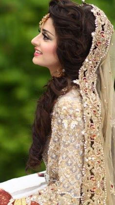 57 best ideas indian bridal hairstyles with dupatta curls - New Site Pakistani Engagement Hairstyles, Indian Wedding Hairstyles, Bride Hairstyles, Bridal Outfits, Bridal Dresses, Pakistan Bride, Pakistan Wedding, Pakistani Bridal Couture, Desi Bride