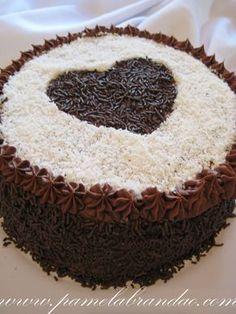 Este bolo eu fiz para o aniversário de uma de minhas melhores amigas, ainda no Brasil. E como eu queria fazer um bolo rápido, simples e gostoso, optei por fazer um bolo de prestígio com um recheio ...