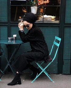 Image may contain: 1 person sitting and shoes Tesettür Mont Modelleri 2020 Muslim Fashion, Modest Fashion, Hijab Fashion, Fashion Outfits, Fasion, Turban Outfit, Hijab Outfit, Floral Chiffon Dress, Person Sitting