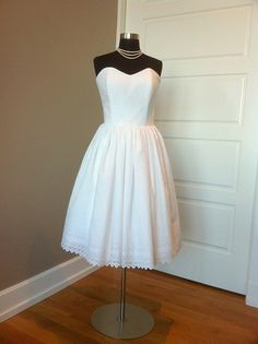 I love the formal neckline with the casual material.  I would have loved to have gotten married in cotton!