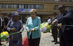 """Kanzlerin Merkel will ihren Kurs in der Flüchtlingspolitik korrigieren und dabei mehr Staaten mit ins Boot holen. Nach einem EU-Türkei-Deal könnten nun auch ein EU-Mali-Deal, ein EU-Äthiopien-Deal oder ein EU-Ägypten-Deal folgen. """"Das ist ein riesiger Skandal"""", sagt Cornelia Ernst, LINKE-Abgeordnete im EU-Parlament - und sie klärt auf, warum…"""