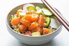 Hawaiian poke is a rice bowl topped with fresh fish and lots of fun toppings, like avocado! A super SIMPLE and LIGHT meal. Gluten-free.