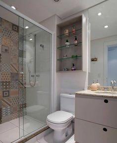 Finalizando o domingão com um lindo banheiro pequeno para nos inspirarmos. Gostei da ideia do porcelanato imitando ladrilhos na parede dentro do box, fugiu um pouco das tradicionais pastilhas. Desejo a todos uma boa noite e um excelente começo de semana ☺️  @ideiasparabanheiros #blogmeuminiape #meuminiape #apartamentospequenos #banheiropequeno #decoração