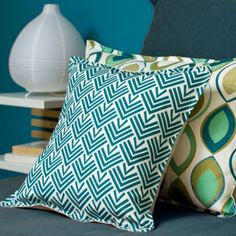 Motifs pour service assiettes scandinaves maison Living Room Cushions, Cushions On Sofa, Throw Pillows, Condo Decorating, Textiles, Wild Style, Deco Design, Home Staging, Scandinavian Style