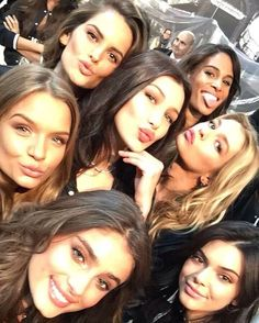 Taylor Hill, Kendall Jenner, Josephine Skriver, Bella Hadid, Stella Maxwell, Cindy Bruna