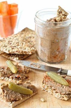 Après le végé-pâté , voici les rillettes végétales !  Une recette saine, de saison, à base de noix et lentilles qui ne nécessite pas trop d...