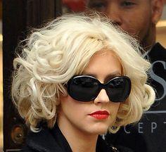 Christina Aguilera Short Curls - Short Curls Lookbook - StyleBistro