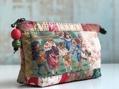 Untitled – Purses And Handbags Diy Patchwork Bags, Quilted Bag, Small Sewing Projects, Diy Handbag, Pouch Bag, Pouches, Creation Couture, Craft Bags, Fabric Bags