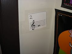 Note name scavenger hunt. Tape notes places around the room. Students find the notes and write the note name on the corresponding number on their answer sheet. Music Education Games, Music Activities, Music Games, Fun Music, Group Activities, Music Sub Plans, Music Lesson Plans, Piano Lessons, Music Lessons