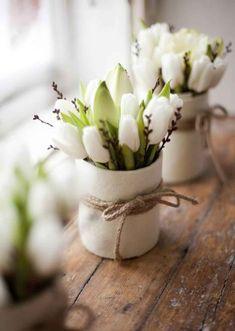 Popular Tulips Arrangements Ideas For Spring Home Decor. Below are the Tulips Arrangements Ideas For Spring Home Decor. This post about Tulips Arrangements Ideas For Spring Home Decor Tulpen Arrangements, Spring Flower Arrangements, Beautiful Flower Arrangements, Flower Vases, Floral Arrangement, Spring Decoration, Spring Home Decor, White Tulips, White Vases