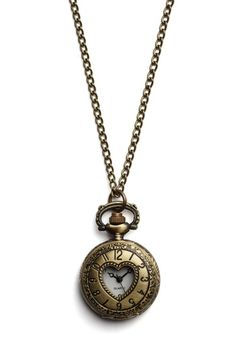 Really want this necklace, even though I generally prefer silver jewelry.