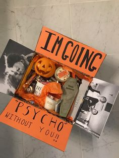 Halloween care packages - New Pin Soirée Halloween, Adornos Halloween, Halloween Disfraces, Halloween Treats, Halloween Gift Baskets, Halloween Decorations, Fall Gift Baskets, Halloween Care Packages, Cute Boyfriend Gifts