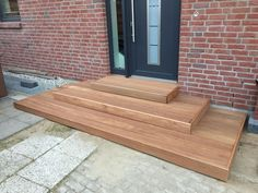 External staircase for the entrance - build stairs yourself Outside Stairs, Deck Stairs, House Without Walls, External Staircase, Porch Steps, Wood Cladding, Timber Wood, Build Your Own, Outdoor Furniture