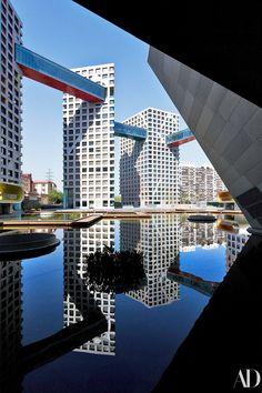 Sky bridges at Linked Hybrid in Beijing, architect Steven Holl