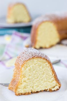 A super moist and crumbly 7UP Pound cake with hints of lemon.