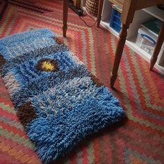 Ryagarn latch hook rug designed and made by Elaine Etim. Rya Rug, Handmade Rugs, Textiles, Weave, Inspiration, Home Decor, Biblical Inspiration, Decoration Home, Room Decor
