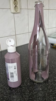 Painted Wine Bottles, Bottles And Jars, Glass Bottles, Mason Jars, Hobbies And Crafts, Diy And Crafts, Glitter Jars, Wine Bottle Crafts, Creations