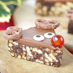 No Bake – Rudolph Chocolate Crunch Slices - Ideas - Wilton UK - Christmas Nibbles, Mini Christmas Cakes, Christmas Buffet, Christmas Chocolate, Christmas Sweets, Christmas Cooking, Christmas Eve, Holiday, Chocolate Crunch