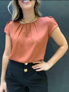 New Kurti Designs, Blouse Designs, Work Fashion, Fashion Outfits, Nice Dresses, Casual Dresses, Lace Gown Styles, Sleeves Designs For Dresses, Frock Design