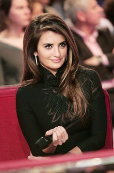 """Penelope Cruz Photos - Penelope Cruz makes a guest appearance on """"Vivement Dimanche,"""" the famous French TV show. - Penelope Cruz on 'Vivement Dimanche' Cute Things Girls Do, Penelope Cruze, Spanish Actress, Madame, Divas, Her Hair, Hair Inspiration, Hair Cuts, Hair Color"""