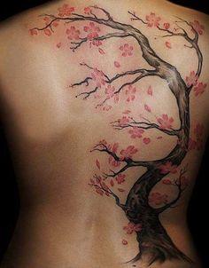 Tatuaje en la espalda diseño de arbol y flores - Tree and flowers back tattoo