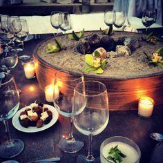 Boda en la playa de Imanta Resorts. Hermoso centro de mesa súper ad hoc para bodas en playa .