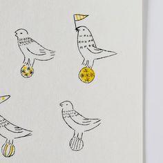 トリノコ ガリ版刷シール(とりの玉乗り/黄)- 鳥モチーフ雑貨・鳥グッズのセレクトショップ:鳥水木  #bird #sticker #stationery #torimizuki Snoopy, Bird, Fictional Characters, Birds, Fantasy Characters