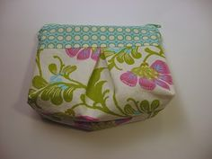 Pleated pouch at Needle and spatula: great site